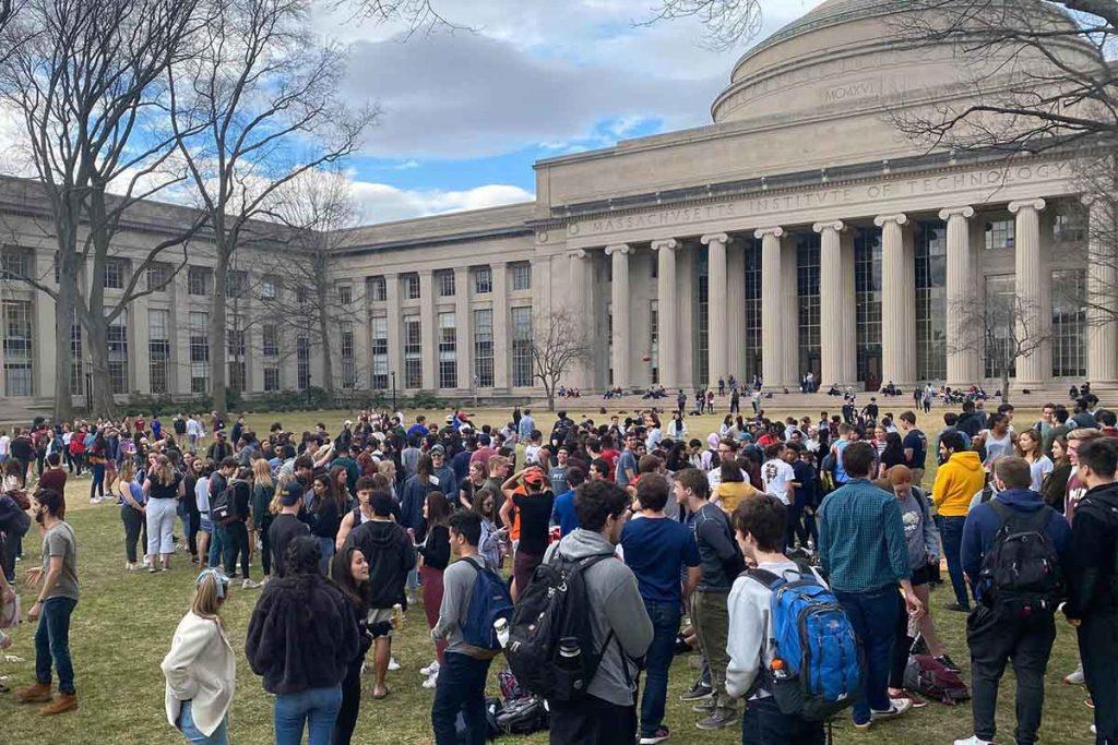 عکس دانشگاه ماساچوست MIT